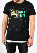 "T-shirt Sinan Hill ""Different"" jaune, blanc et vert"